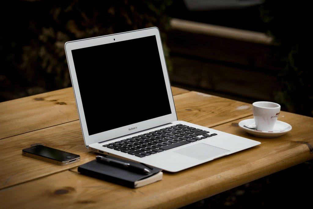 kiezen voor een zit sta bureaukiezen voor een zit sta bureau